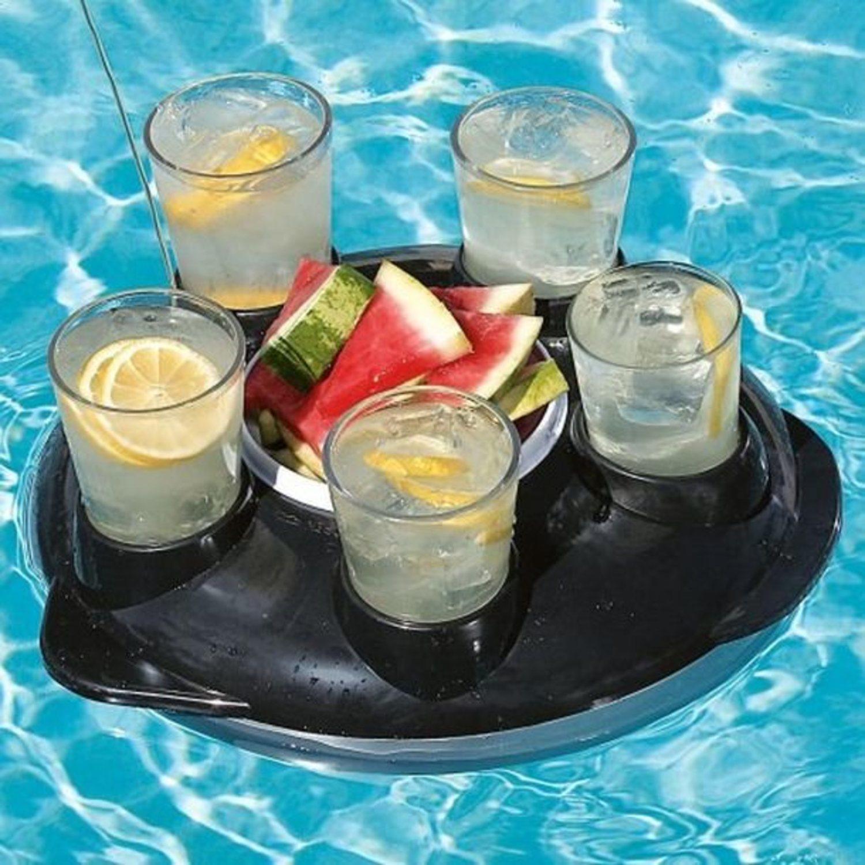 Beber y comer sin salir del agua ya es posible con esta bandeja flotante teledirigida. El futuro era esto.