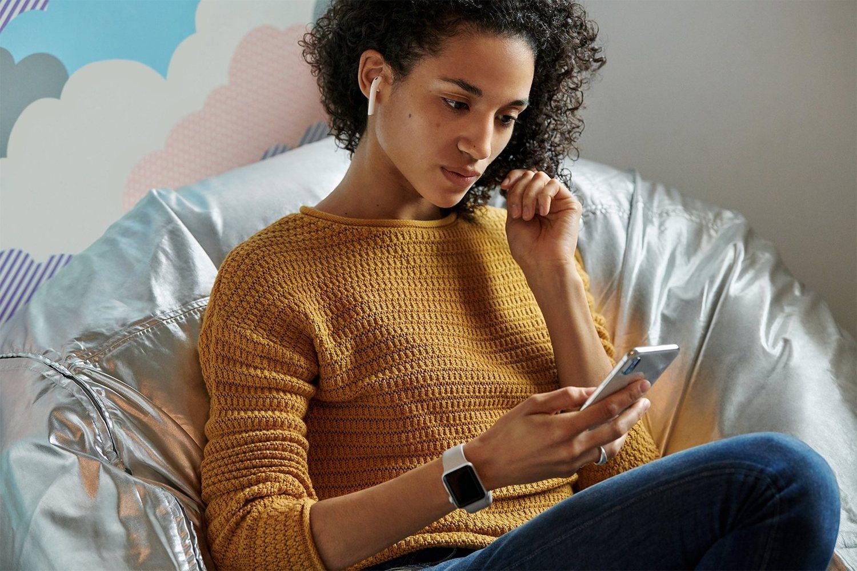 Los nuevos AirPods ya están a la venta, y son tan independientes que prácticamente no hará falta usar el iPhone para que funcionen.