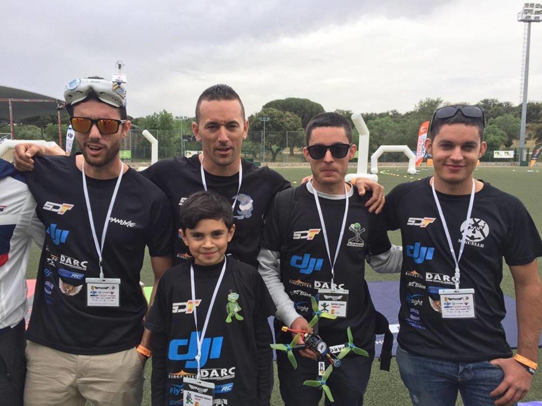 Spain Drone Team. En el centro, Alex Zamora, de diez años