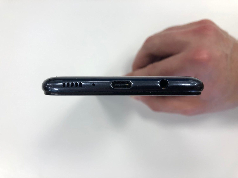 Puerto USB-C, minijack... La conectividad del M20 tiene todo lo que necesitamos.