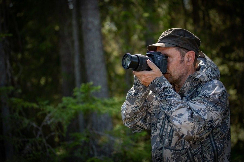 La Canon EOS 90D está diseñada para llevarla a fotografiar la naturaleza
