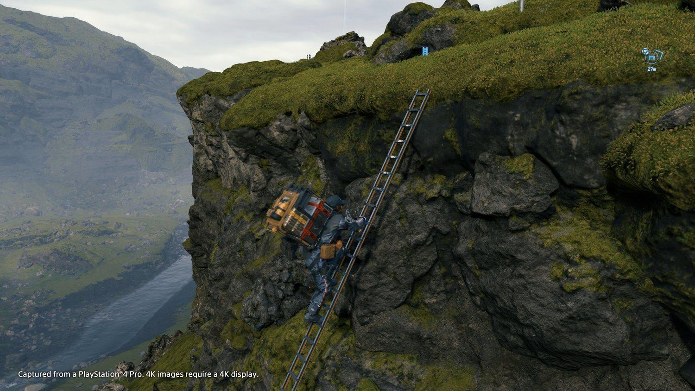 Esa escalera la ha podido haber dejado otro usuario tiempo atrás, y nos sirve de gran ayuda.