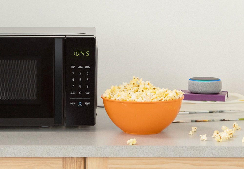 AmazonBasics Microwave funciona por WIFI y por Bluetooth para que podamos conectarlo a Alexa
