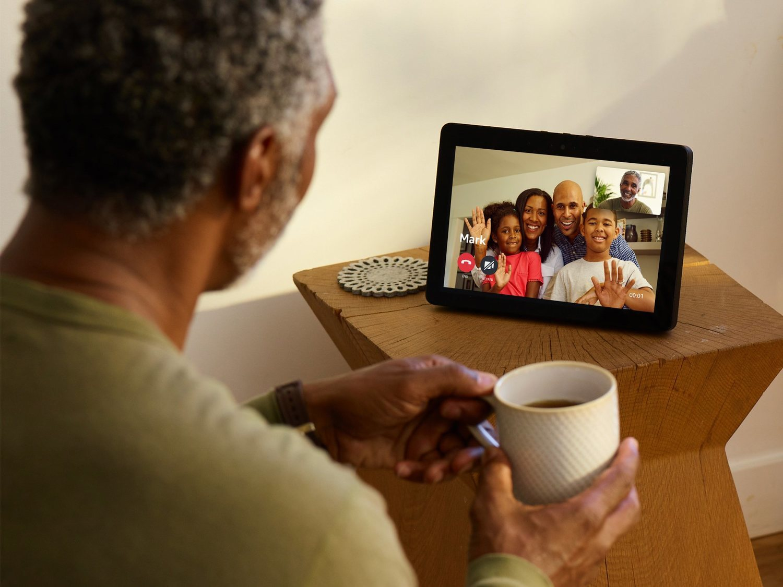 Echo Show, la revolucionaria tablet de Amazon con ocho micrófonos y una pantalla mucho más grande