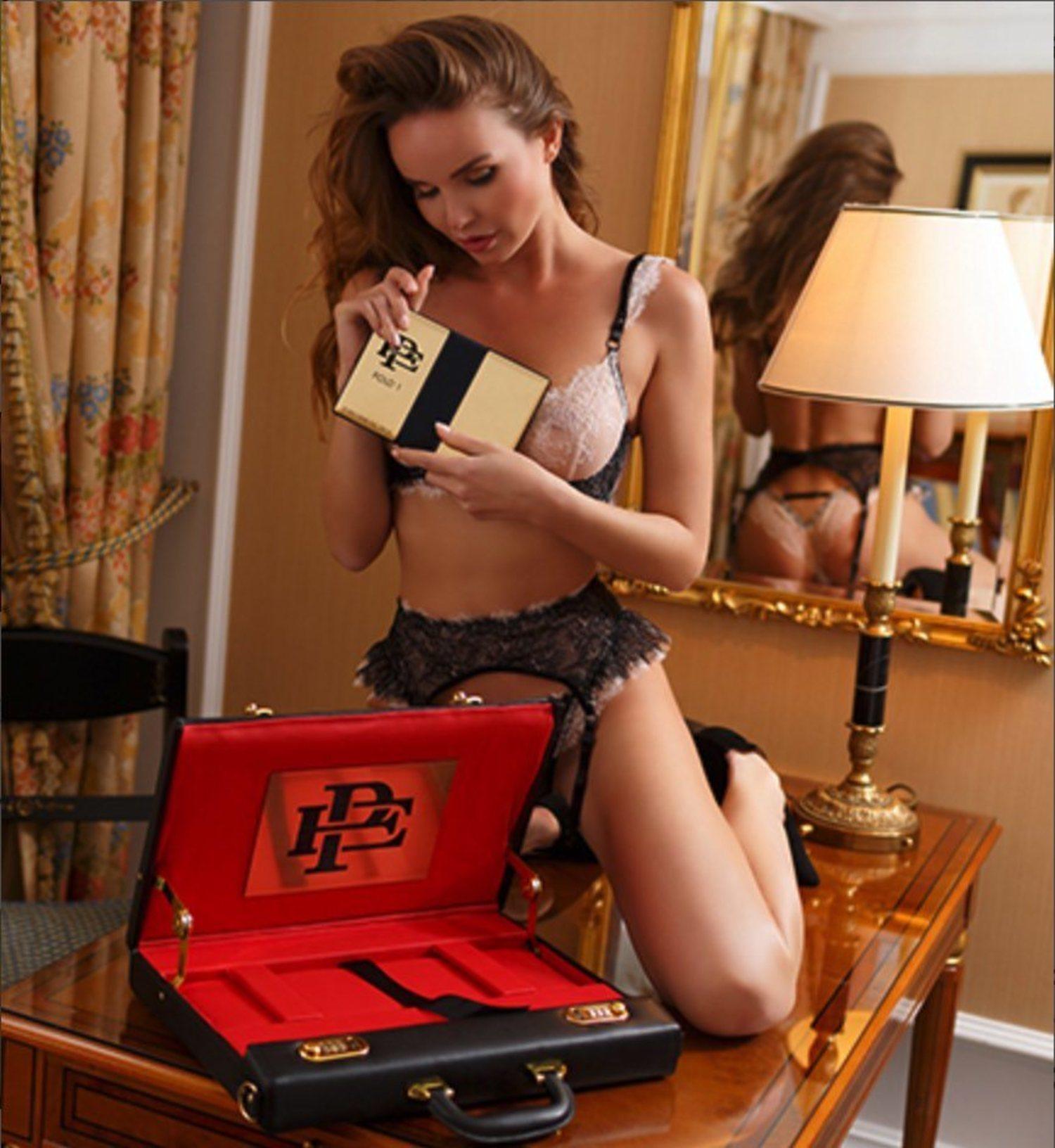 Mujeres, lujo y sensualidad, la estrategia de marketing del Escobar Fold 1.