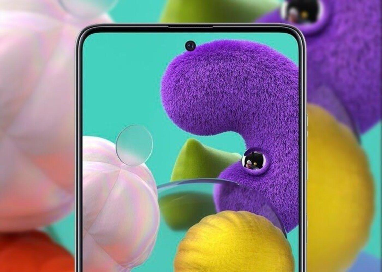 El Galaxy A51 estrena notch separado del marco al más puro estilo de los gama alta de Samsung.
