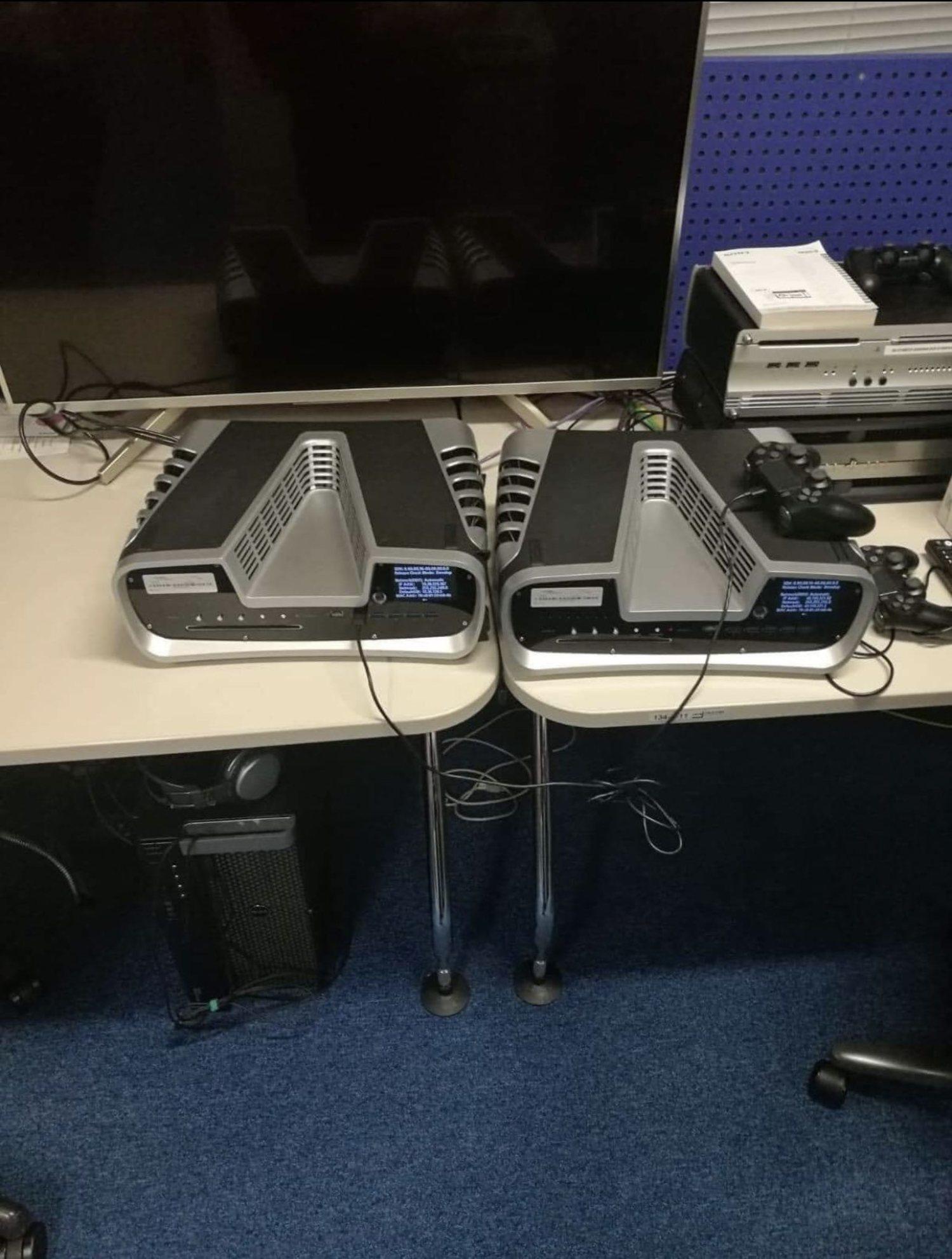 El kit de desarrollo de PS5 muestra una ventilación muy potente, además de los puertos y de un mando que podría ser similar al definitivo.