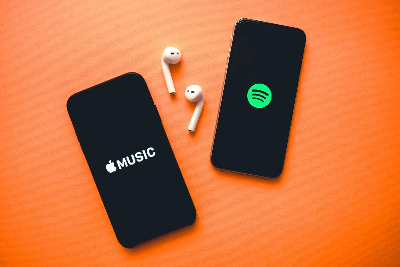 Spotify sigue ganado la guerra a Apple Music y se vería beneficiada de la decisión de Apple.