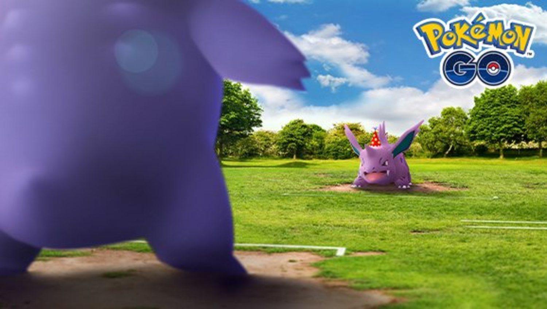 El clásico combate ente Gengar y Nidornio que abría los primeros juegos, volverán con un sombrero de fiesta en Pokémon Go.