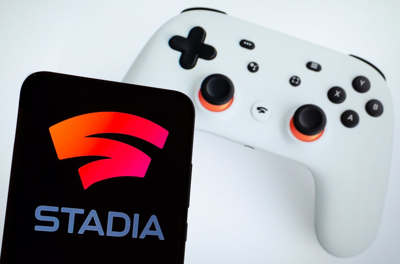 Comprar el juego y tener un mando y dispositivo compatible es todo lo que se necesita con Google Stadia.